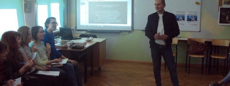"""""""I ty możesz zostać dziennikarzem… Dominik Sołowiej  spotkał się z  młodzieżą w zambrowskim ogólniaku"""""""